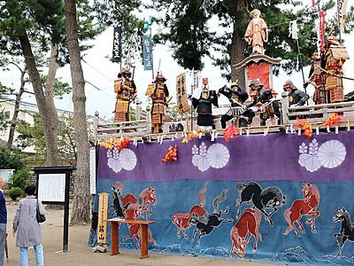 神仏習合の祭壇厳か 新湊・放生津八幡宮「築山行事」