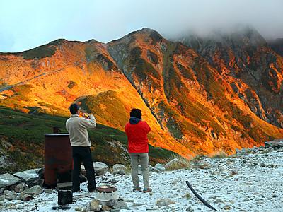 剱岳、雪と朝焼けが競演