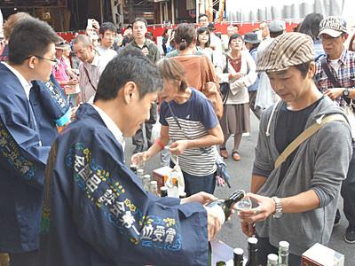 諏訪で酒蔵めぐる「呑みあるき」 県内外から2千人