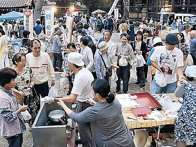 円満朝市17年終幕 小松・本光寺、笑顔に包まれ