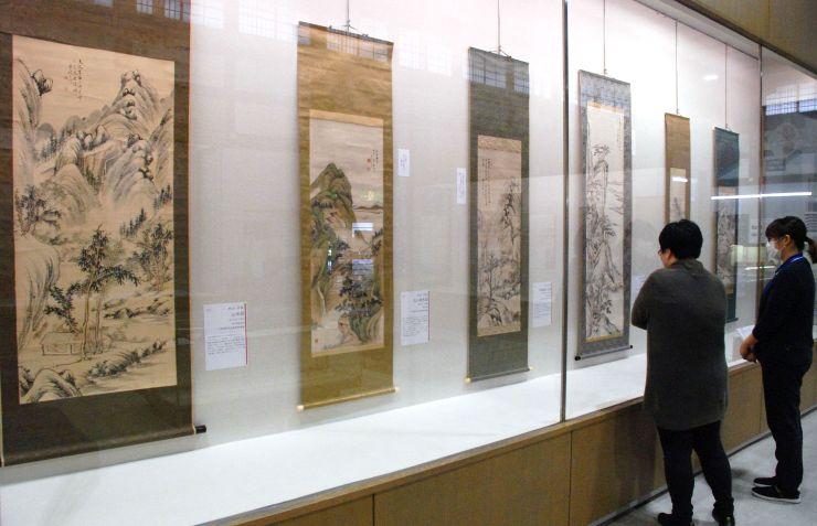 村山半牧の作品を集めた企画展=三条市の市歴史民俗産業資料館