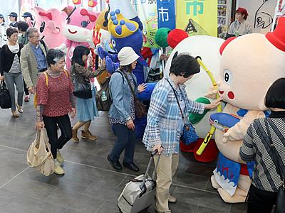 ゆるキャラが新高岡駅などで出迎え 新幹線仙台直通運転