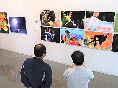 プロの写真に触れて 飯田で16人の作品展示