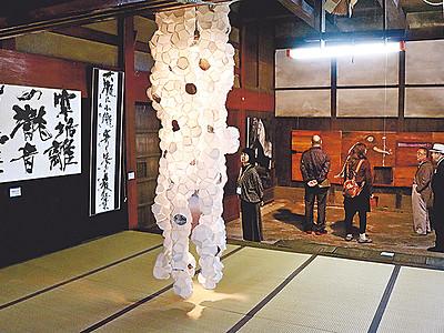 歴史空間・芸術響き合う 滑川で酒蔵アート、21日まで