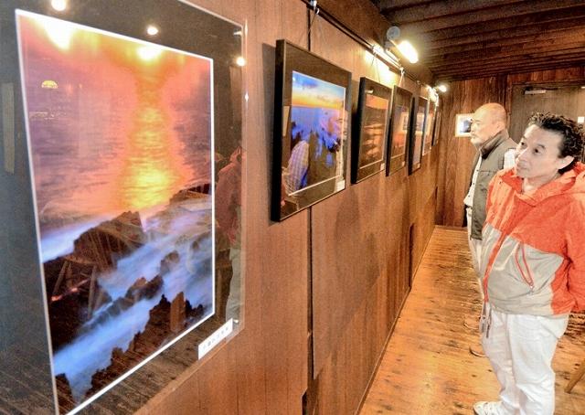 三国の夕日テーマの写真展=10月12日、福井県坂井市