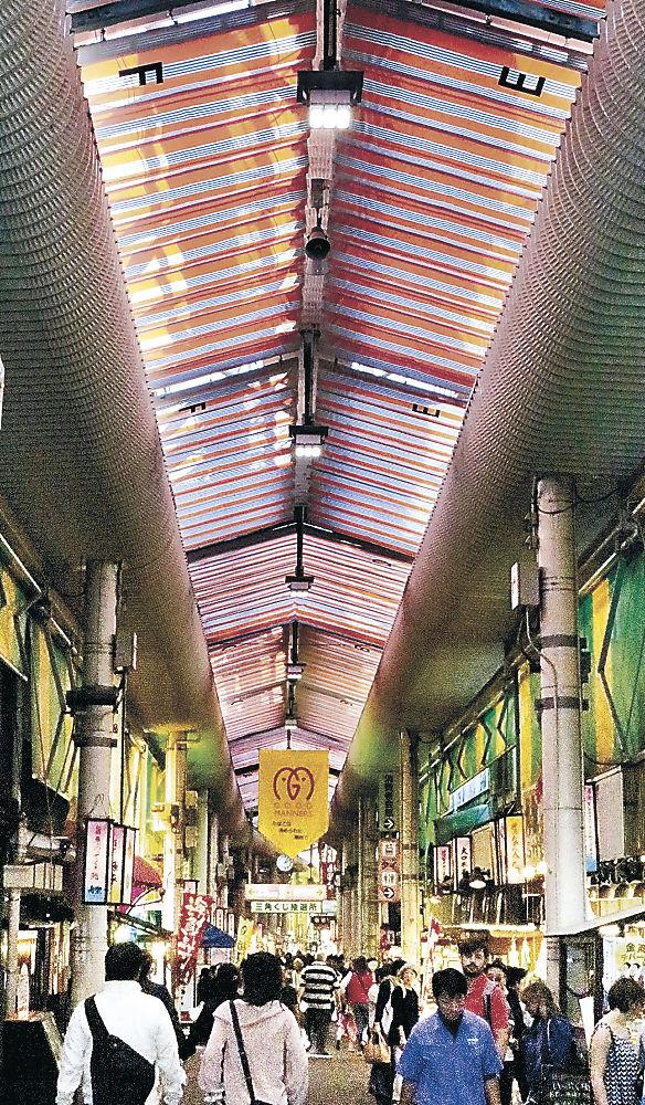 市場内のアーケード照明を全て発光ダイオード(LED)に切り替え