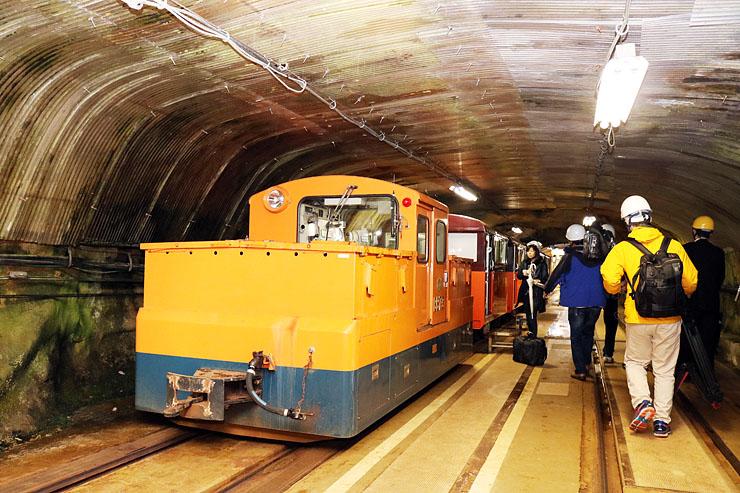 関電黒部ルートの高熱隧道を通る上部専用鉄道。仙人谷ダム建設のために造られた