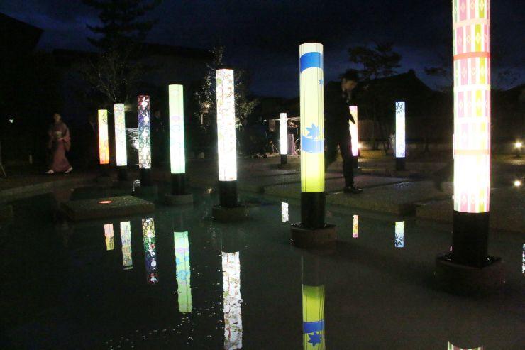 月岡温泉に整備された新たな回遊スポット「月あかりの庭」=新発田市