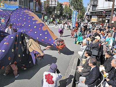 秋晴れ飯田、獅子舞集結 市街地で「フェス」観客魅了
