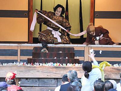 秋晴れの舞台に「よっ、日本一」 大鹿歌舞伎、定期公演
