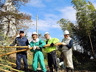 伏木の「恋する灯台」 眺め良く 地元有志が竹やぶ伐採