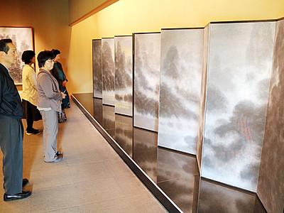 下保昭さんの追悼展始まる 県水墨美術館