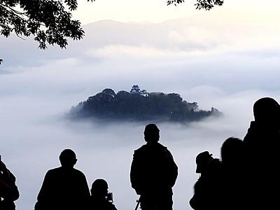 「天空の城」お目見え 越前大野城、シーズン入り
