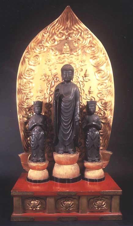 一般公開される「銅像阿弥陀如来及び両脇侍立像」