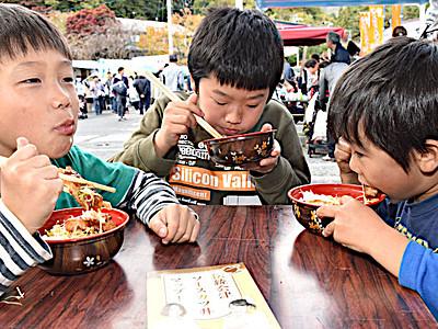 ソースかつ丼食べ比べ 駒ケ根でフェス6団体参加