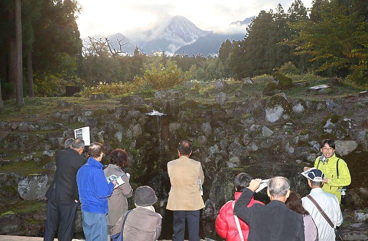 4日に一般公開される旧関山宝蔵院庭園=1日、妙高市関山