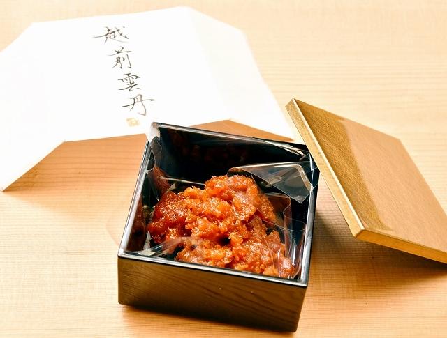 養殖ウニで作られた「越前雲丹」=10月25日、福井県福井市鮎川町の越前うに生産工房