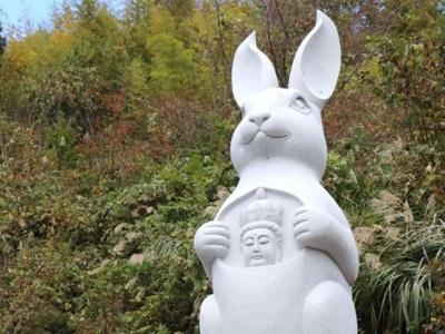 巨大ウサギ観音出現 佐渡・長谷寺石像完成