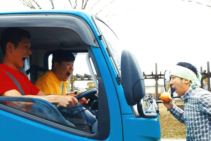 第10回商店街映画祭の入選作品の一つ「純朴な梨農家の青年に、トラックが襲いかかる」(松本映画祭プロジェクト提供)