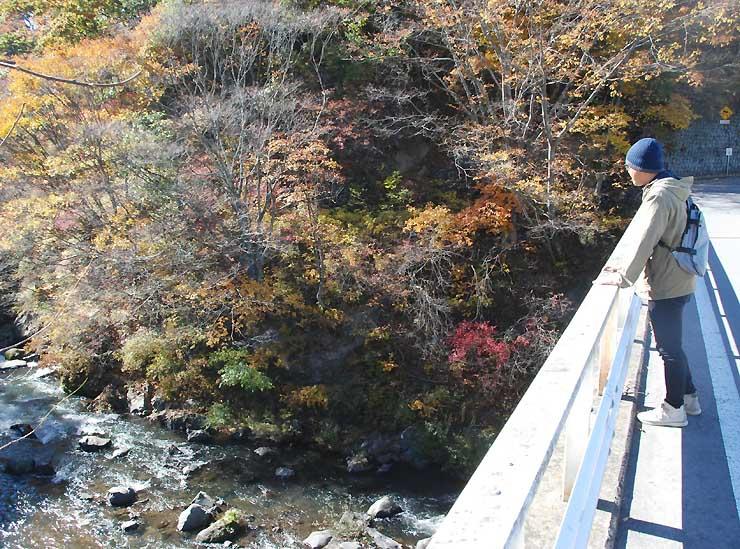 県建築士会佐久支部が面替地区に設定した散策コース。湯川の美しい流れも楽しめる