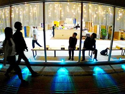 和紙のあかり駅舎彩る えち鉄福井駅舎、学生がデザイン