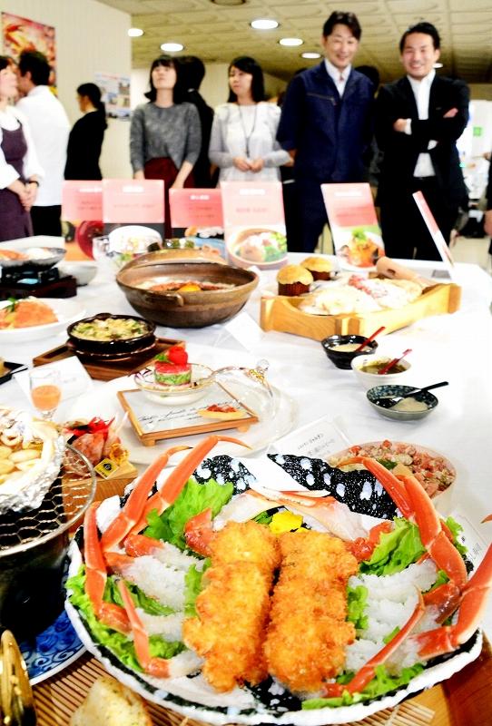 福井県内の料理人が腕を振るった越前がにの新メニュー=11月7日、福井県庁