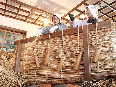 相倉に冬の足音 伝統の雪囲い手編み