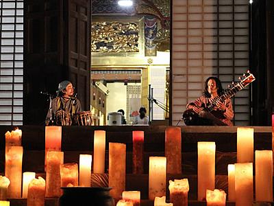 キャンドル100本幻想的 高岡・勝興寺で光ノ音祭