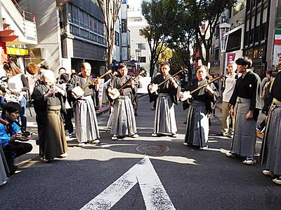 城端曳山「宝槌会」が伝統の庵唄披露 東京・神楽坂