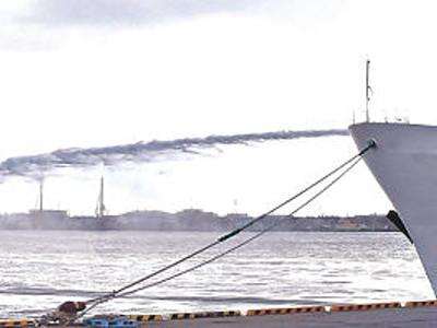 「違法船」に放水銃 金沢港で訓練初公開