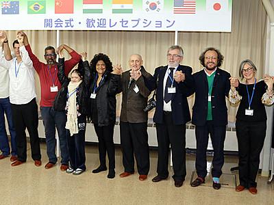 世界の作家集い芸術交流 呉羽で国際アートキャンプ開幕