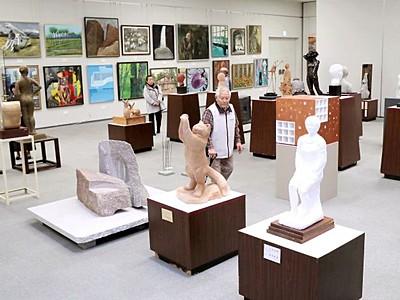 洋画、彫刻精巧な美 22日まで芸展中期展 新潟