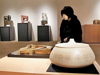 日展作家の創作の軌跡に光 故竹内英輔さん、田村民藤さんの作品展示