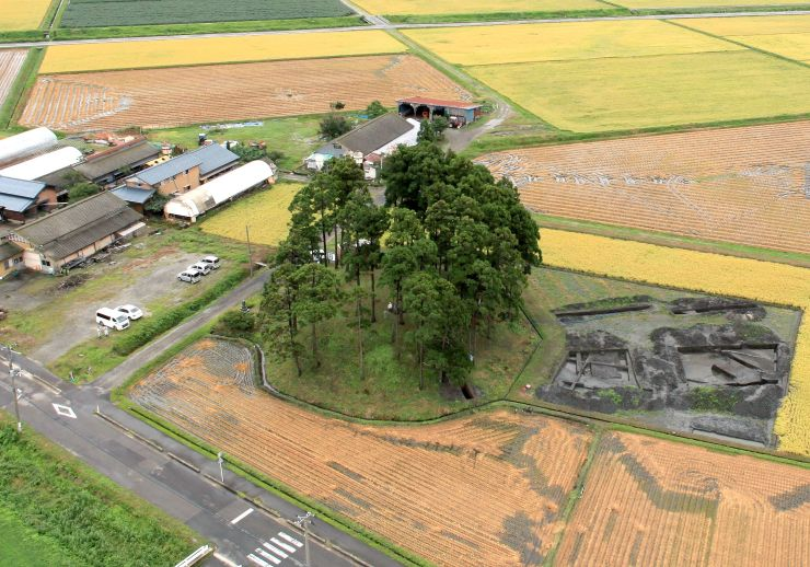 国の史跡に指定された「城の山古墳」。約1700年前の4世紀に造られた=2015年撮影、胎内市大塚(市教委提供)