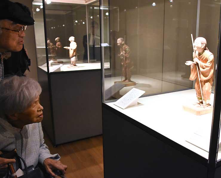 木彫作品を中心に日本画なども並ぶ太田南海展