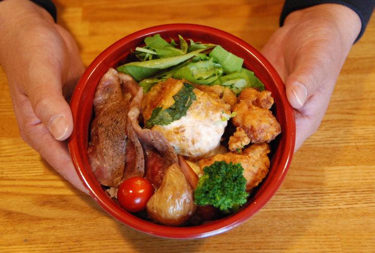 佐久市浅科地区の名産品をふんだんに使ったスペシャル丼