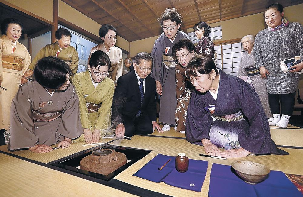 名品ぞろいで金沢への「感謝」を示した濃茶席=金沢市上近江町の金沢美術倶楽部