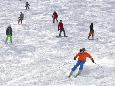 滑走一番乗り かぐらスキー場オープン 湯沢