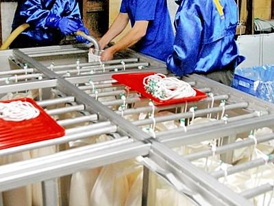 辛口純米酒の鬼作左「いつも以上にキレ」 福井県の久保田酒造で初搾り