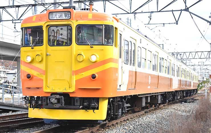 黄やオレンジに塗れたしなの鉄道の「台鉄自強号色」