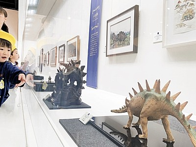 恐竜の躍動、絵や模型で 勝山市の県立恐竜博物館で企画展