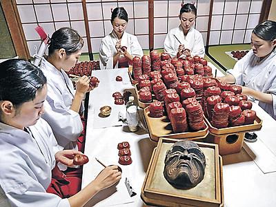 災い吸う 小松の神社で厄除け面作り