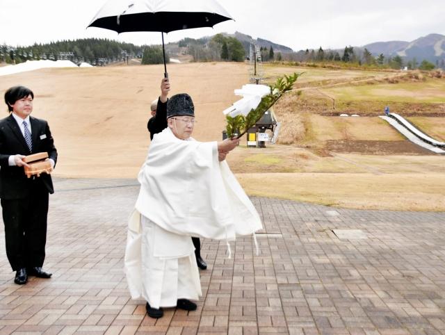 スキー客の安全を祈願した神事=12月3日、福井県勝山市のスキージャム勝山