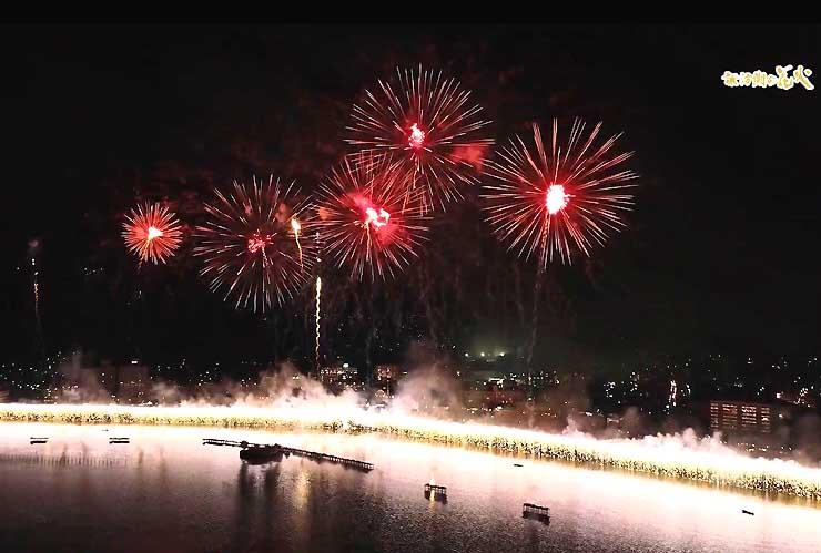 ドローンで上空から撮影した今年の諏訪湖祭湖上花火大会