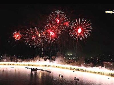 諏訪湖の花火、空からどうぞ ドローン映像公開