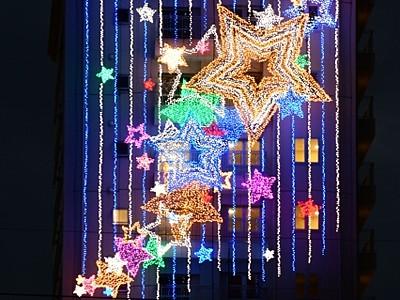 天の川、校舎に輝く 福井工業大学、新装電飾を点灯