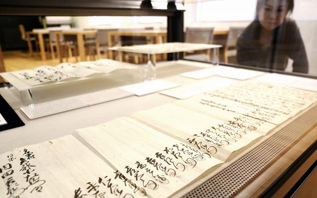 越前各地の商人との関係が分かる内田家の文書=福井県福井市の県文書館