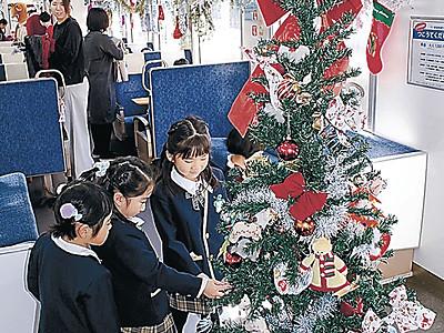 クリスマス気分 のと鉄道がサンタ列車運行