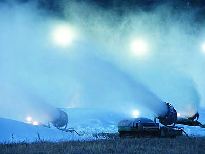 パウダースノーで迎えたい 茅野のスキー場、全力の雪作り