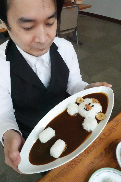山ノ内町のカフェが提供し始めたスノーモンキーカレー